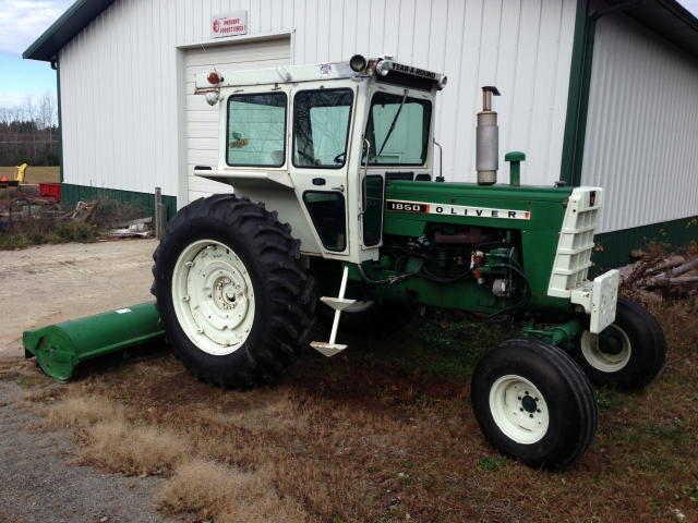 LIVE ONSITE & WEBCAST, FARM TRACTORS - IMPLEMENTS - VEHICLES & SUPPORT EQUIPMENT Auction