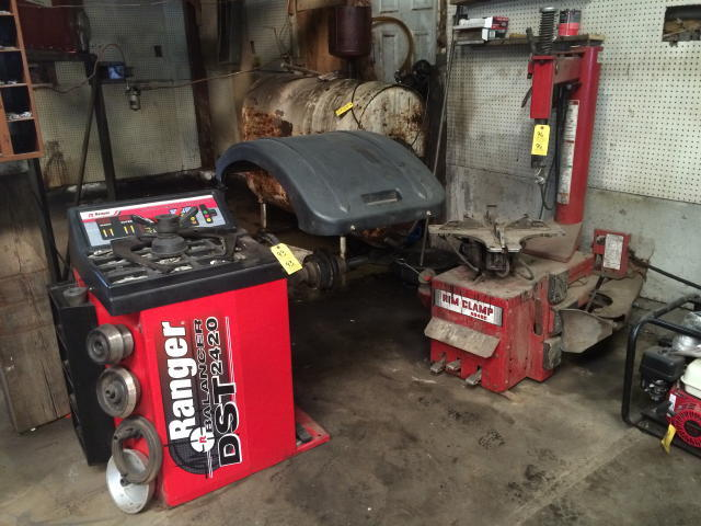 AUTOMOTIVE REPAIR EQUIPMENT - FORKLIFT - SHOP EQUIPMENT - COLLECTIBLES - BOAT - VINYL SIDING Auction