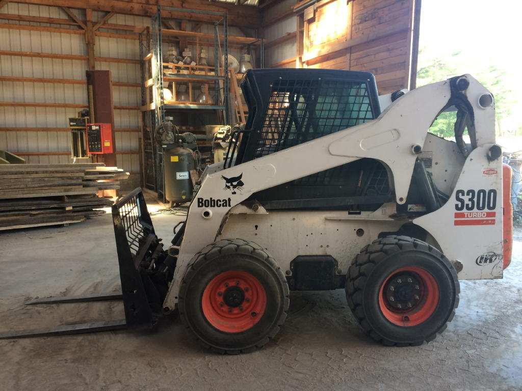 FLOORING & PELLET MILL EQUIPMENT - BOBCAT S300 - BOSS SIDELOADER - DELIVERY  TRUCK Auction