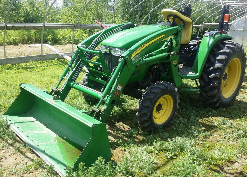TIMED ONLINE AUCTION 2010 JOHN DEERE 4320 TRACTOR, IMPLEMENTS, BOAT  Auction