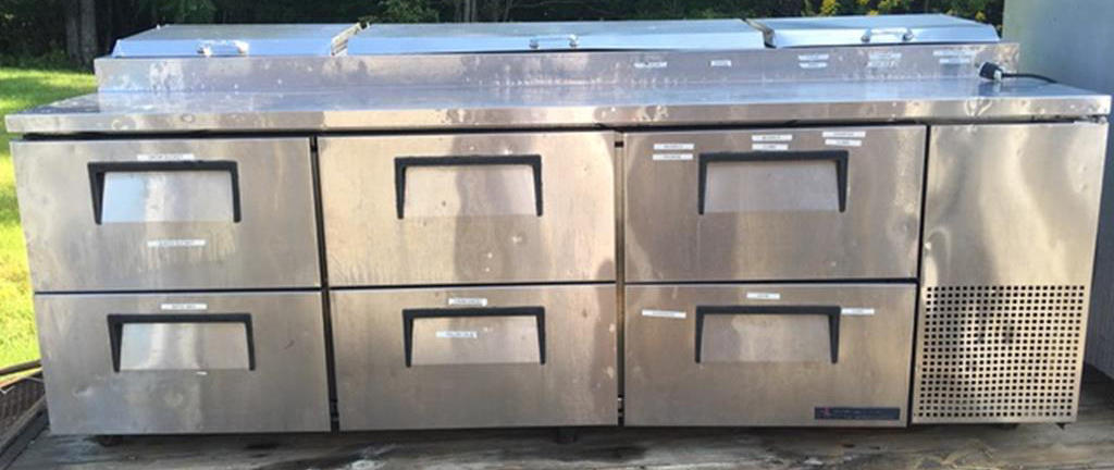 TIMED ONLINE AUCTION DELI CASES - PIZZA PREP TABLES - BAR FURNITURE Auction