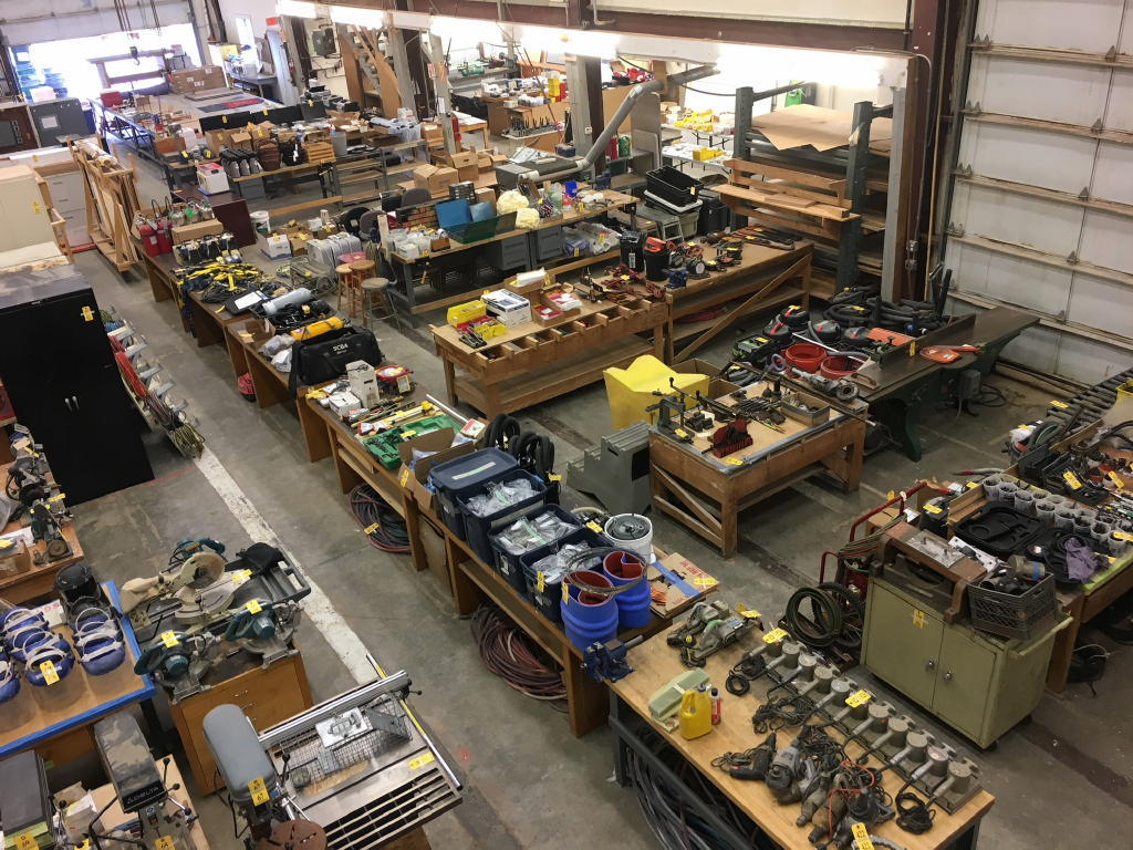 TIMED ONLINE AUCTION WOODWORKING - WELDING - FIBERGLASS EQUIPMENT Auction