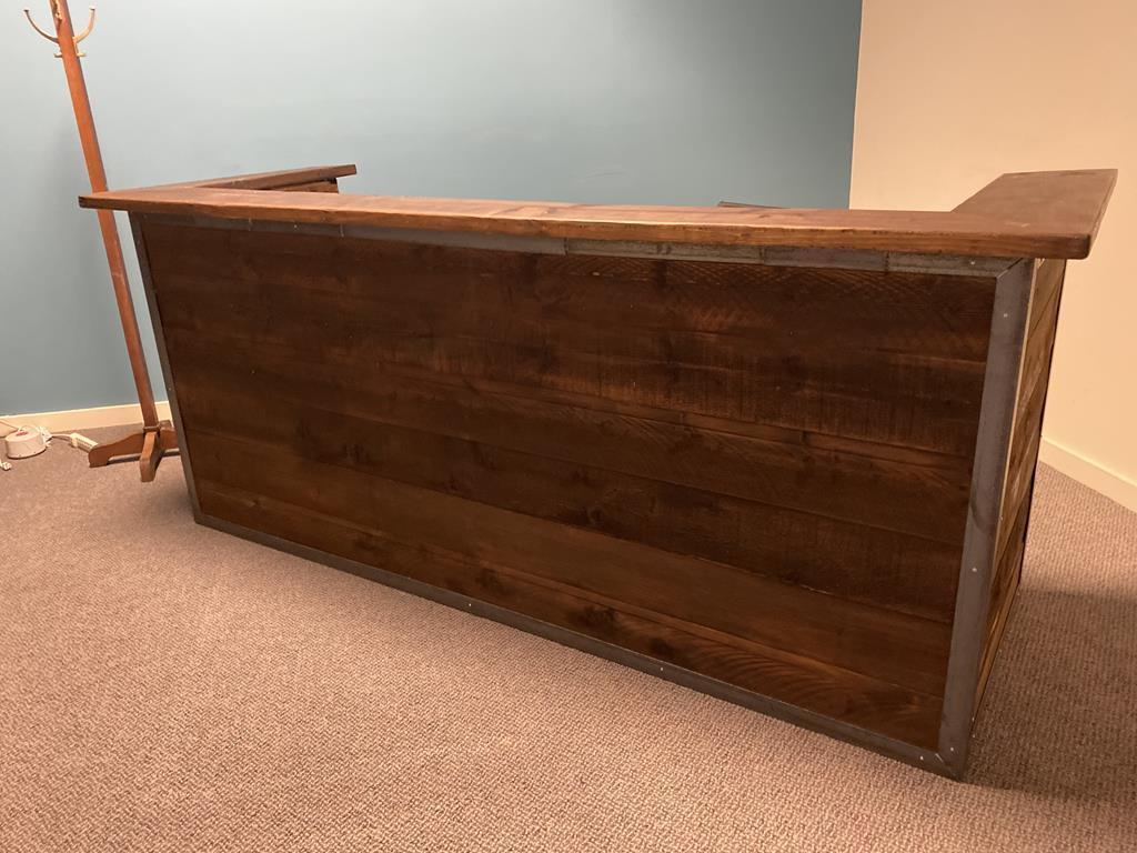 TIMED ONLINE AUCTION OFFICE FURNITURE: DESKS, MODULAR PANELS, SEATING Auction