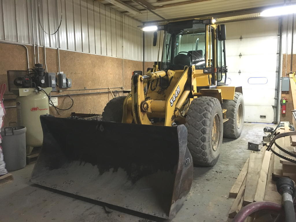TIMED ONLINE AUCTION 2014 WOOD-MIZER SAWMILL - 1998 JD 344H LOADER