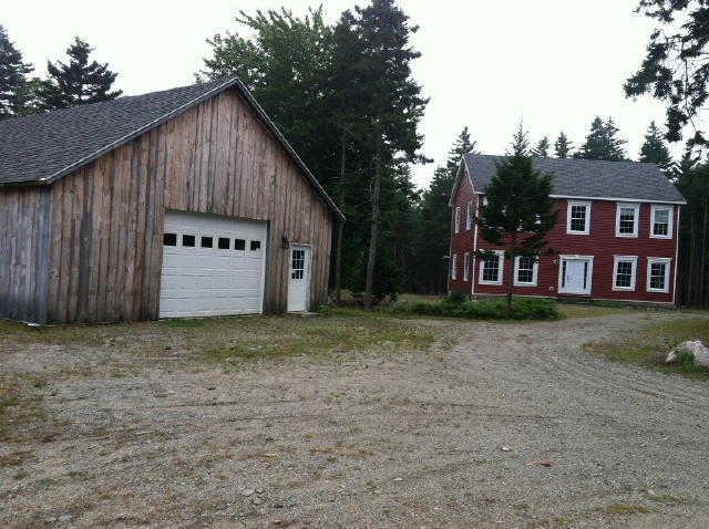 3-BR Colonial Home - Oversized Garage/Shop Auction