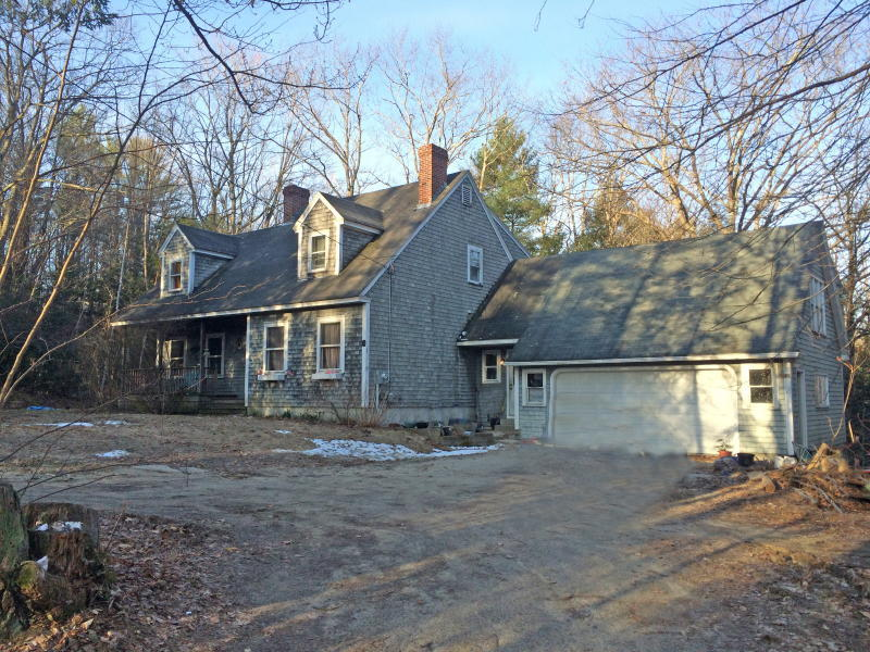 Cape Home - Garage - 24+/- Acres Auction