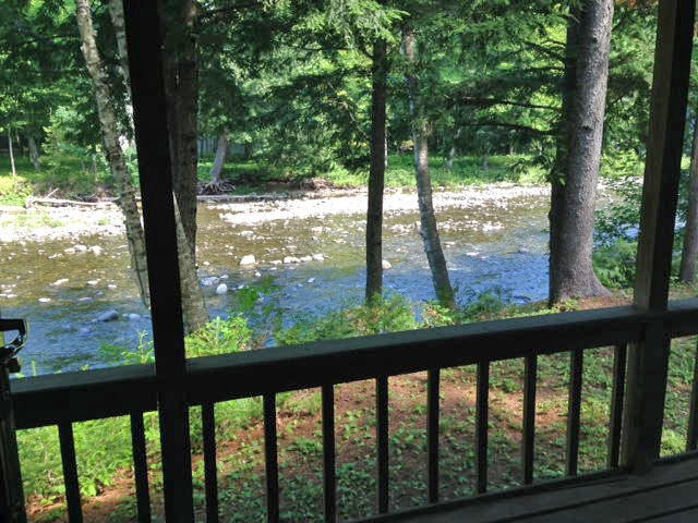 Riverfront Cottage - Spring Farm - Sugarloaf Auction