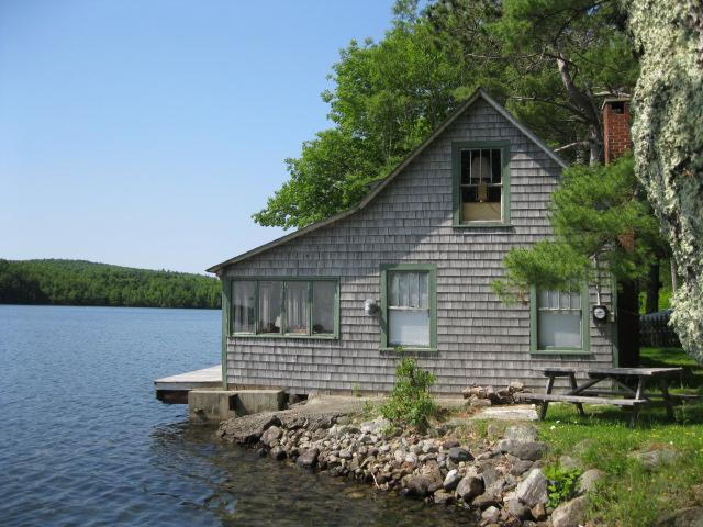 Lakefront Cottage – 100+/- ft. Frontage Auction
