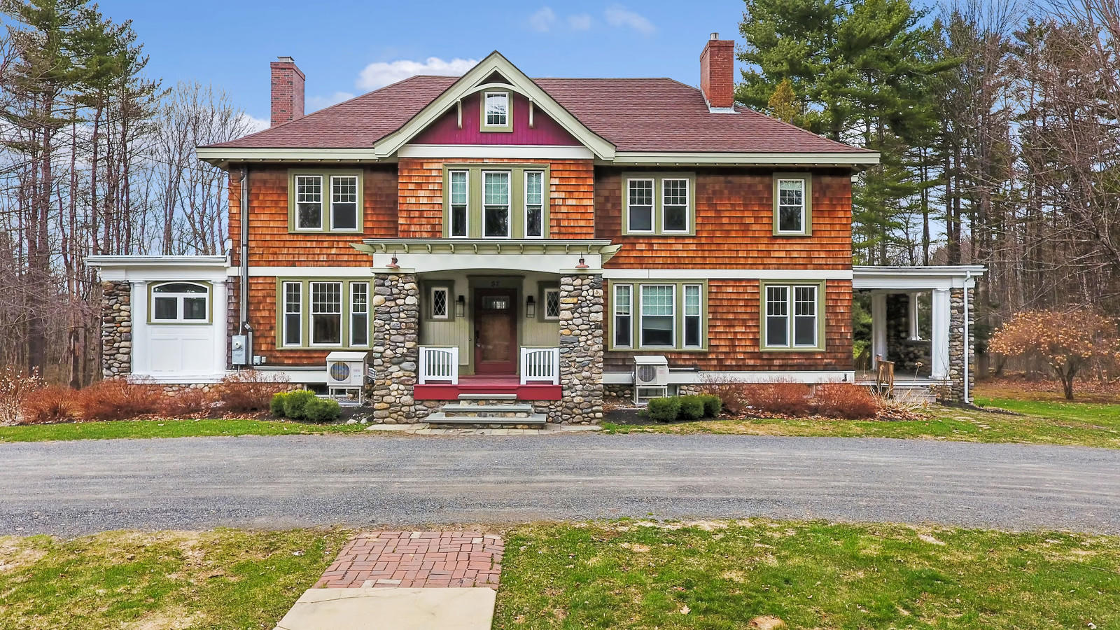 3,608+/-SF Colonial Revival Home,  20+/- Acres, 600'+/- Lake Frontage  Auction