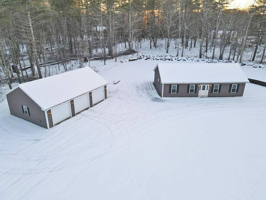 2BR Ranch Home - 8.2+/- AC - Pond - (2) 3-Bay Heated Garages - Views Auction